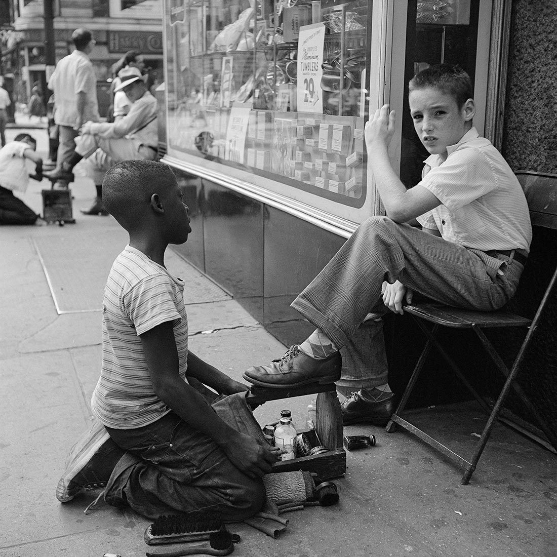 masters of street photography vivian dorothea maier street photography in the world. Black Bedroom Furniture Sets. Home Design Ideas